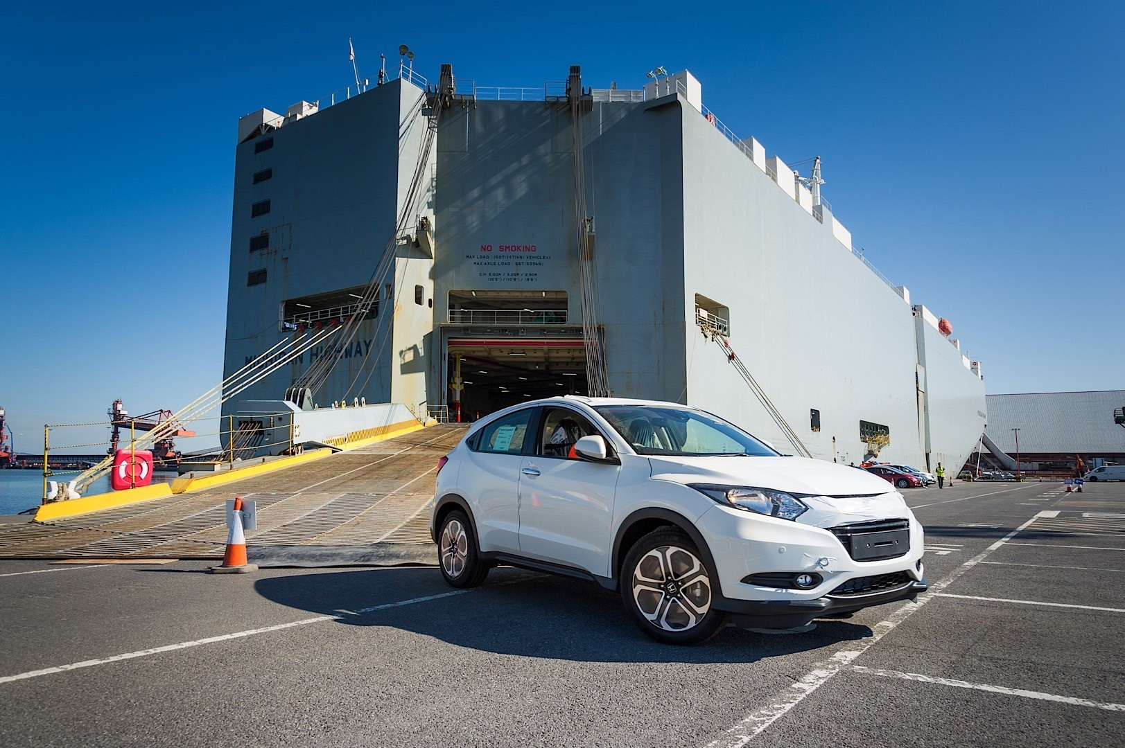 2015-honda-hr-v-literally-reaches-uk-shores-350-orders-have-been-already-placed_1.jpg