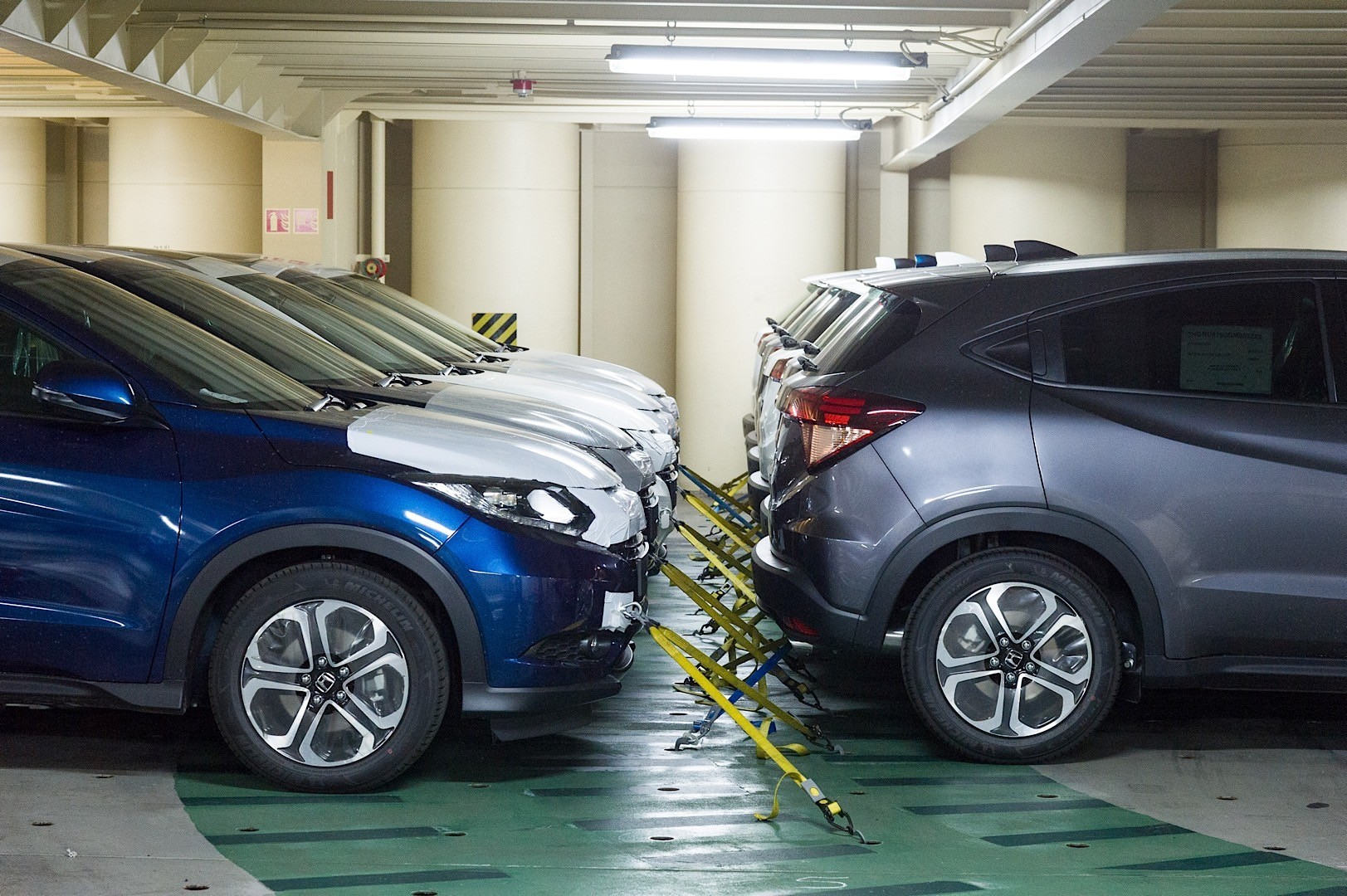 2015-honda-hr-v-literally-reaches-uk-shores-350-orders-have-been-already-placed_3.jpg