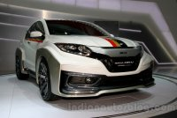 3_Honda-HR-V-Mugen-Concept-front-three-quarters-at-the-2014-Indonesian-International-Motor-Show.jpg